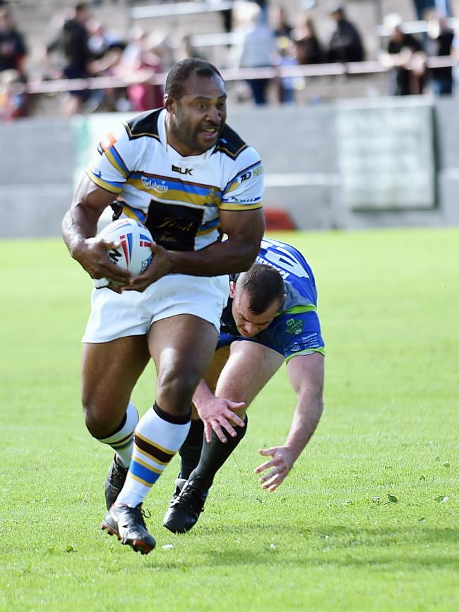 TRY-SCORER: Haven's Dion Aiye on the attack                         Mike McKenzie