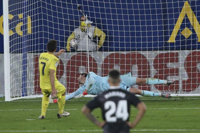 Gerard Moreno's late penalty helped Villarreal maintain their unbeaten home record