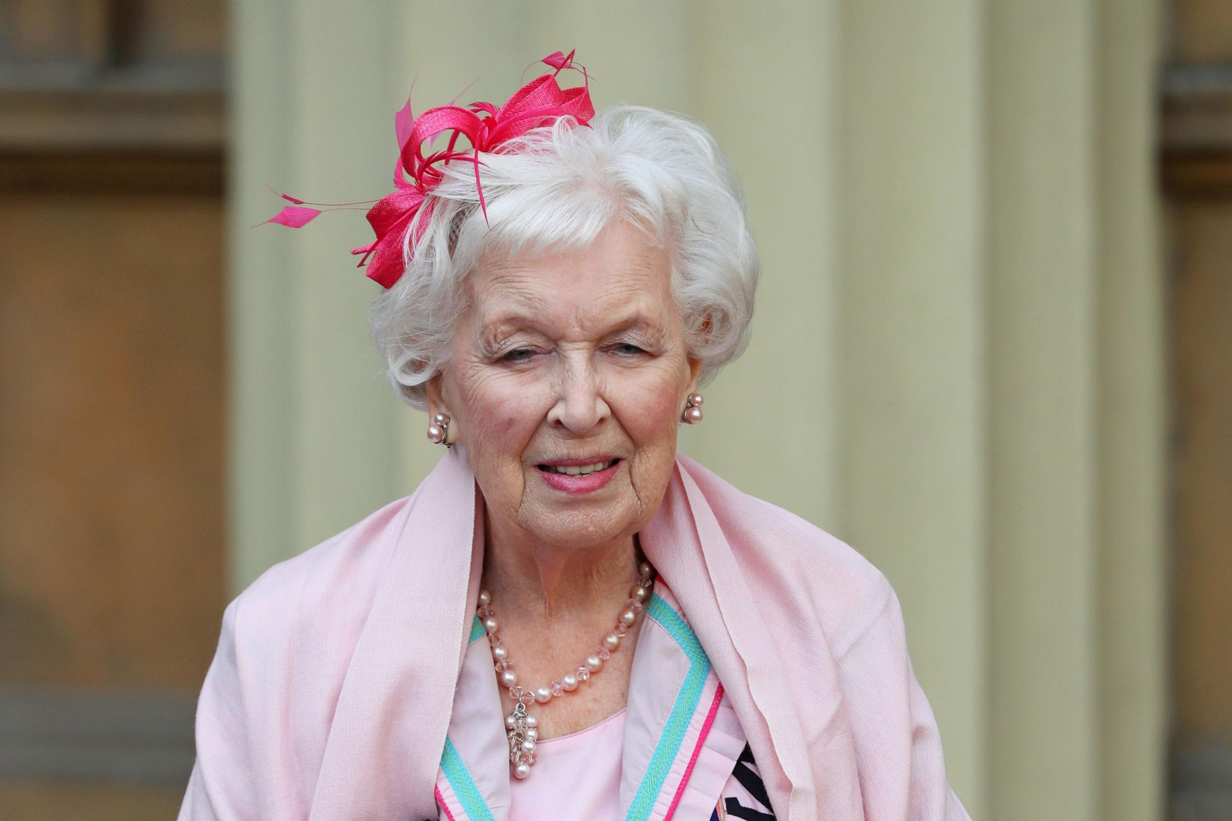 photo June Whitfield (born 1925)